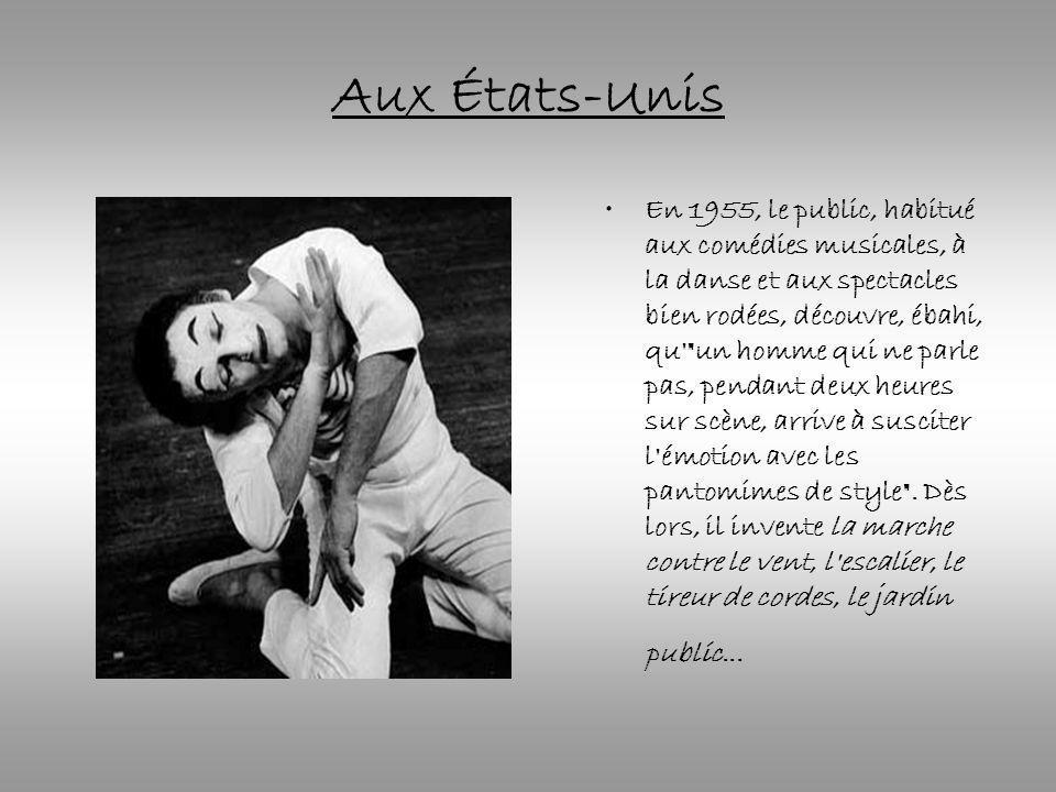 Aux États-Unis En 1955, le public, habitué aux comédies musicales, à la danse et aux spectacles bien rodées, découvre, ébahi, qu un homme qui ne parle pas, pendant deux heures sur scène, arrive à susciter l émotion avec les pantomimes de style .
