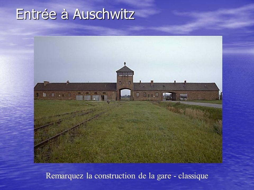 Entr é e à Auschwitz Remarquez la construction de la gare - classique