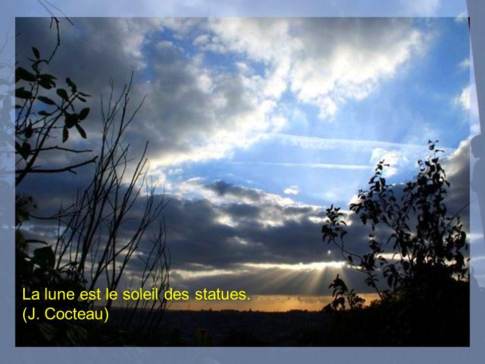 La lune est le soleil des statues. (J. Cocteau)