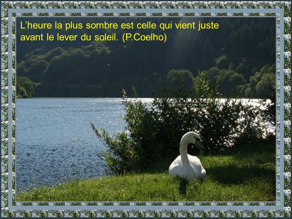 Lheure la plus sombre est celle qui vient juste avant le lever du soleil. (P.Coelho)
