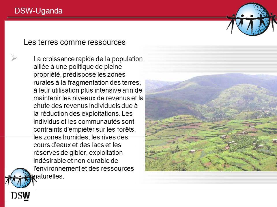 DSW-Uganda Les terres comme ressources La croissance rapide de la population, alliée à une politique de pleine propriété, prédispose les zones rurales à la fragmentation des terres, à leur utilisation plus intensive afin de maintenir les niveaux de revenus et la chute des revenus individuels due à la réduction des exploitations.