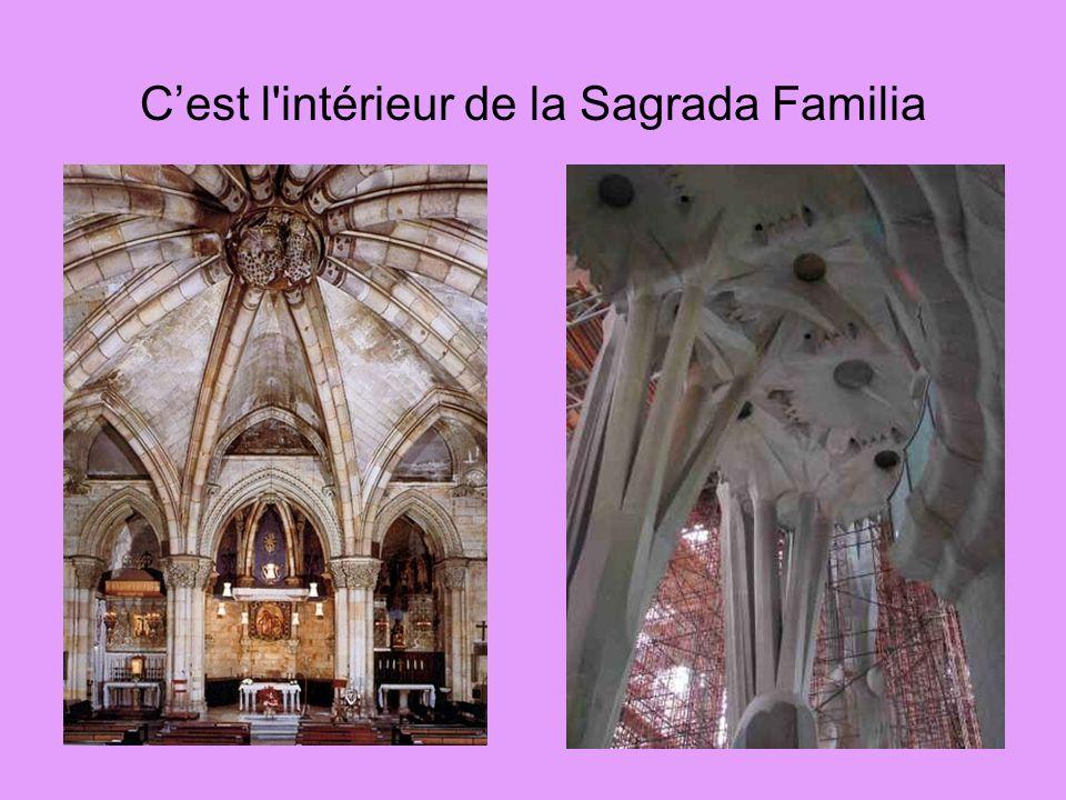 Cest l'intérieur de la Sagrada Familia
