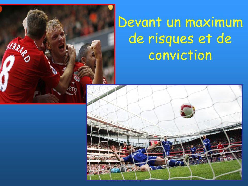 © www.footballcoach.fr Arnaud Schwartz Défenseurs Avec ballon: Pour les joueurs dans laxe, chercher la passe sur les ailes vers lavant ou un milieu libre de tout marquage (il peut se retourner).