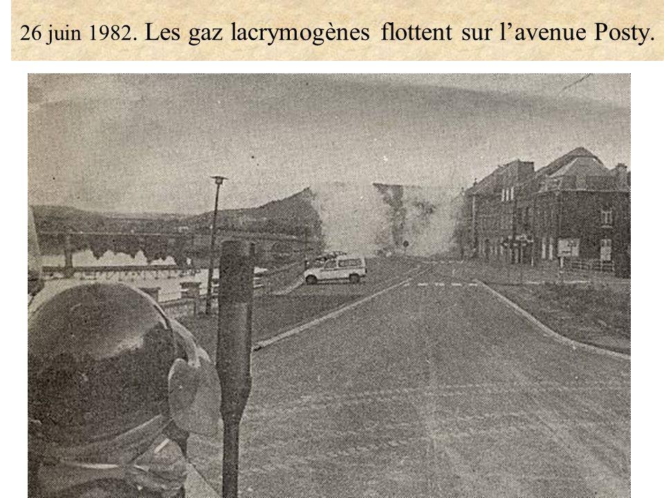 26 juin 1982. Les gaz lacrymogènes flottent sur lavenue Posty.