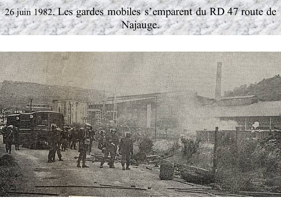 26 juin 1982. Les gardes mobiles semparent du RD 47 route de Najauge.