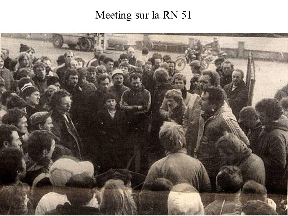 Voiture incendiée en bas de la rue de lEgalité. Octobre 1982