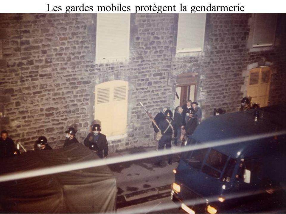 Les gardes mobiles protègent la gendarmerie