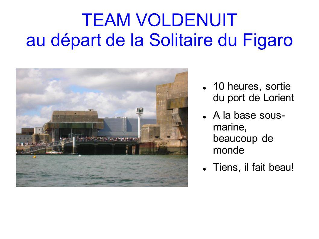 TEAM VOLDENUIT au départ de la Solitaire du Figaro 10 heures, sortie du port de Lorient A la base sous- marine, beaucoup de monde Tiens, il fait beau!