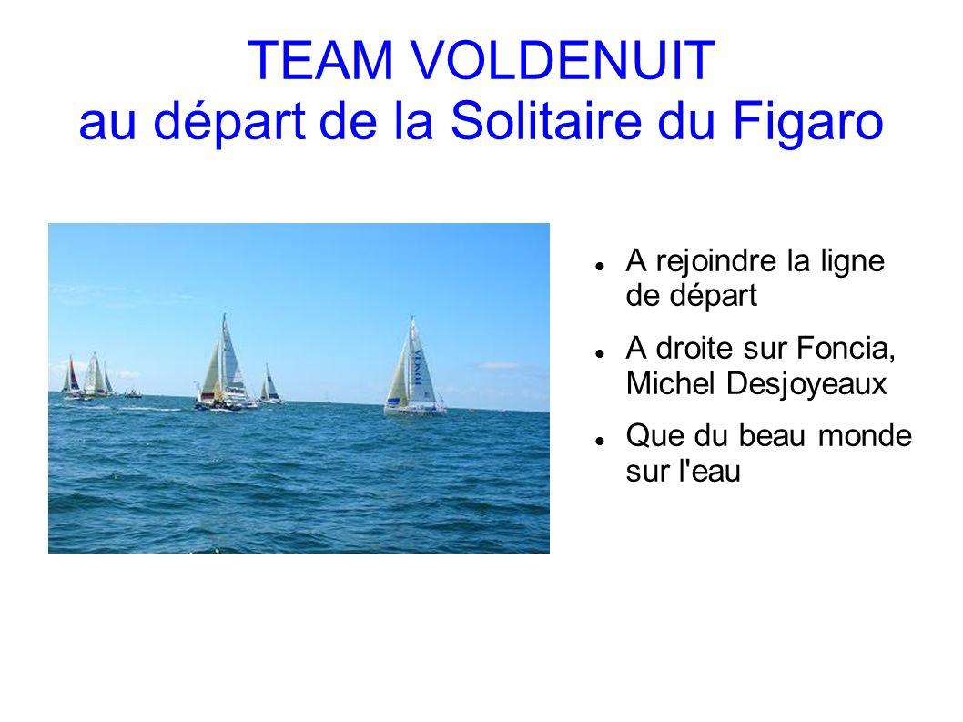 TEAM VOLDENUIT au départ de la Solitaire du Figaro A rejoindre la ligne de départ A droite sur Foncia, Michel Desjoyeaux Que du beau monde sur l eau