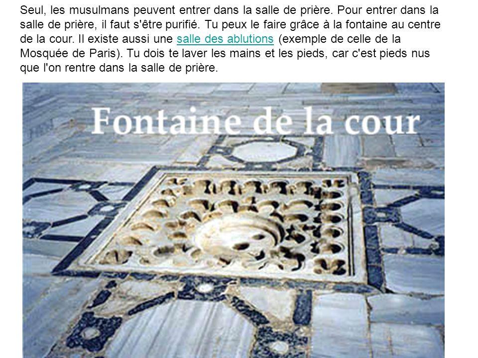 Seul, les musulmans peuvent entrer dans la salle de prière. Pour entrer dans la salle de prière, il faut s'être purifié. Tu peux le faire grâce à la f