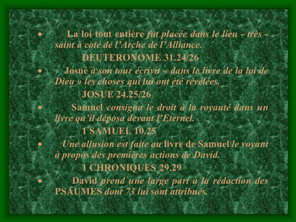 La loi tout entière fut placée dans le lieu - très - saint à coté de l Arche de l Alliance. DEUTERONOME 31.24/26 Josué à son tour écrivit « dans le li