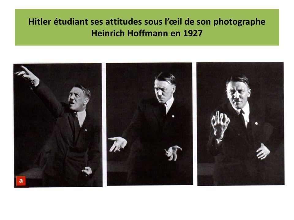 Hitler étudiant ses attitudes sous lœil de son photographe Heinrich Hoffmann en 1927