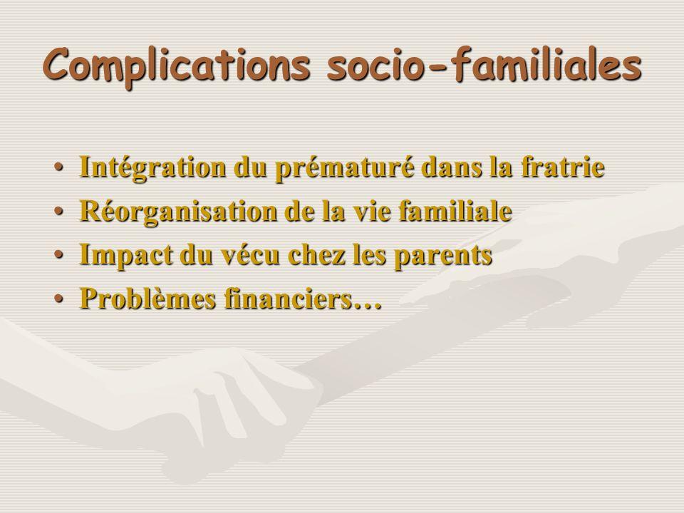 Complications socio-familiales Intégration du prématuré dans la fratrieIntégration du prématuré dans la fratrie Réorganisation de la vie familialeRéor