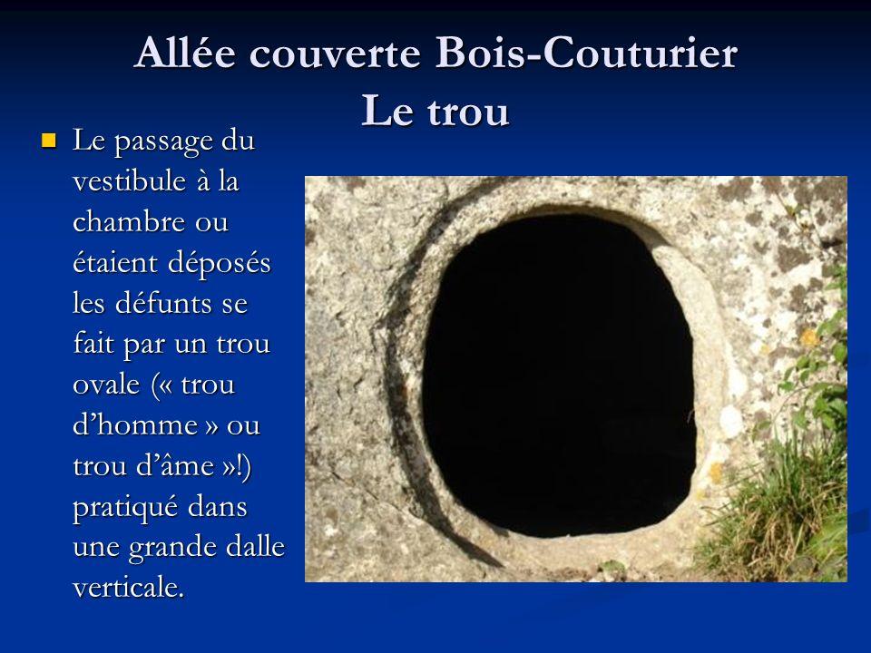 Allée couverte Bois-Couturier Le trou Le passage du vestibule à la chambre ou étaient déposés les défunts se fait par un trou ovale (« trou dhomme » o