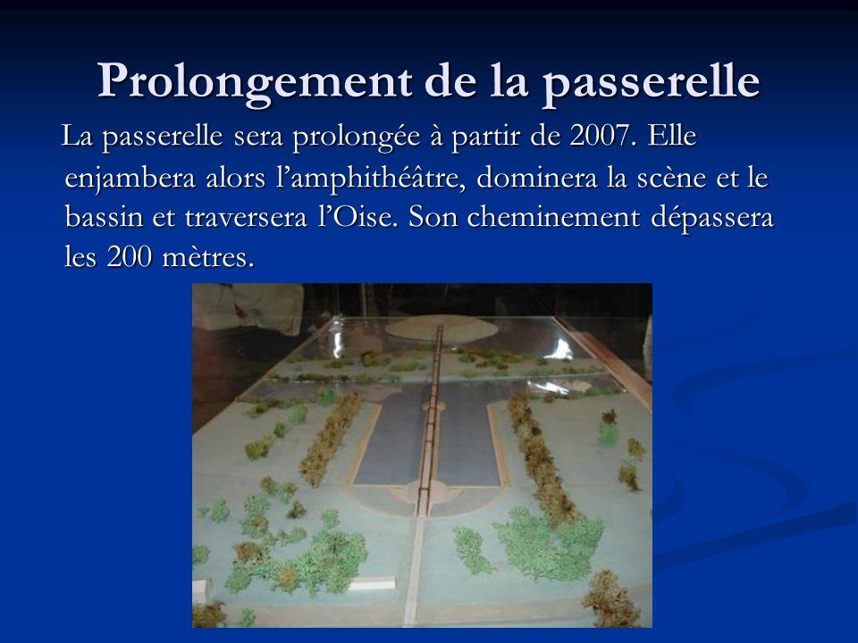Prolongement de la passerelle La passerelle sera prolongée à partir de 2007. Elle enjambera alors lamphithéâtre, dominera la scène et le bassin et tra