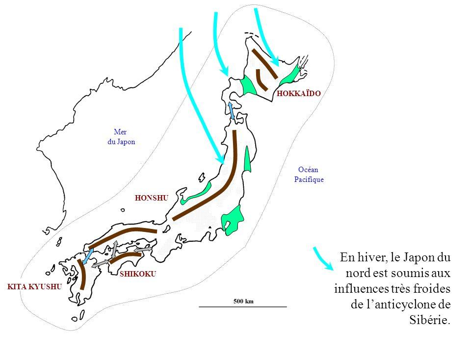 HONSHU KITA KYUSHU SHIKOKU HOKKAÏDO Mer du Japon Océan Pacifique Les côtes sud, par contre, sont exposées aux cyclones tropicaux et aux tsunamis.