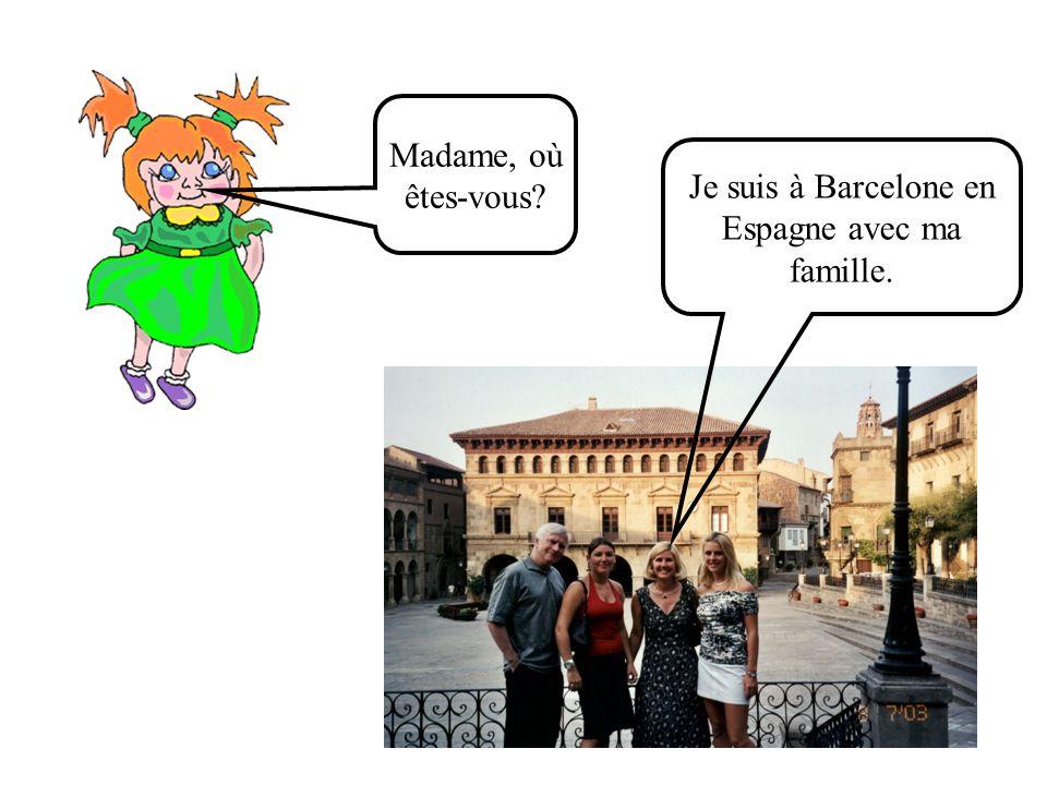 Céline, tu es À Paris? Oui je suis À Paris Roger et René, vous êtes À Paris? Oui, nous sommes À Paris.