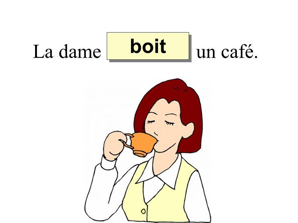 La dame un café. boit