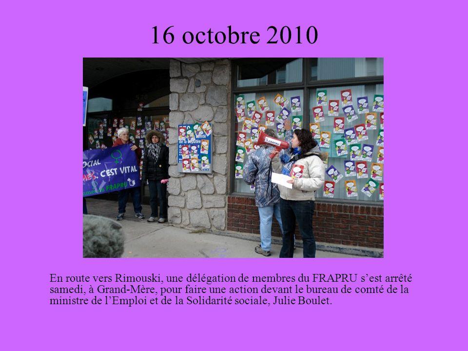 16 octobre 2010 En route vers Rimouski, une délégation de membres du FRAPRU sest arrêté samedi, à Grand-Mère, pour faire une action devant le bureau de comté de la ministre de lEmploi et de la Solidarité sociale, Julie Boulet.