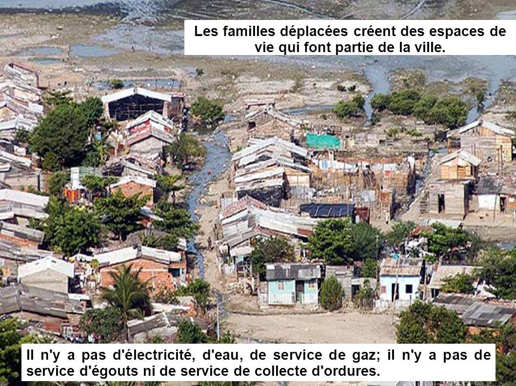 Il n y a pas d électricité, d eau, de service de gaz; il n y a pas de service d égouts ni de service de collecte d ordures.