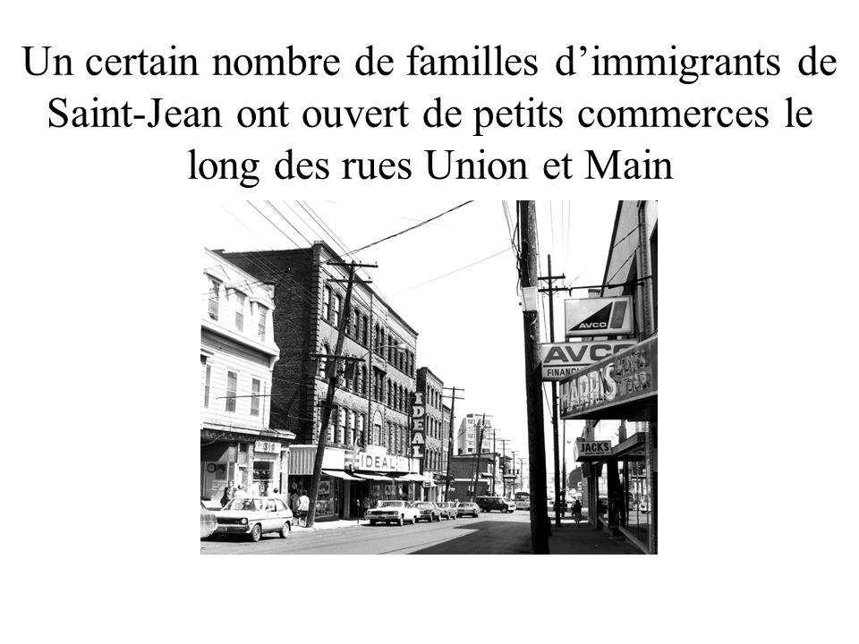 Un certain nombre de familles dimmigrants de Saint-Jean ont ouvert de petits commerces le long des rues Union et Main