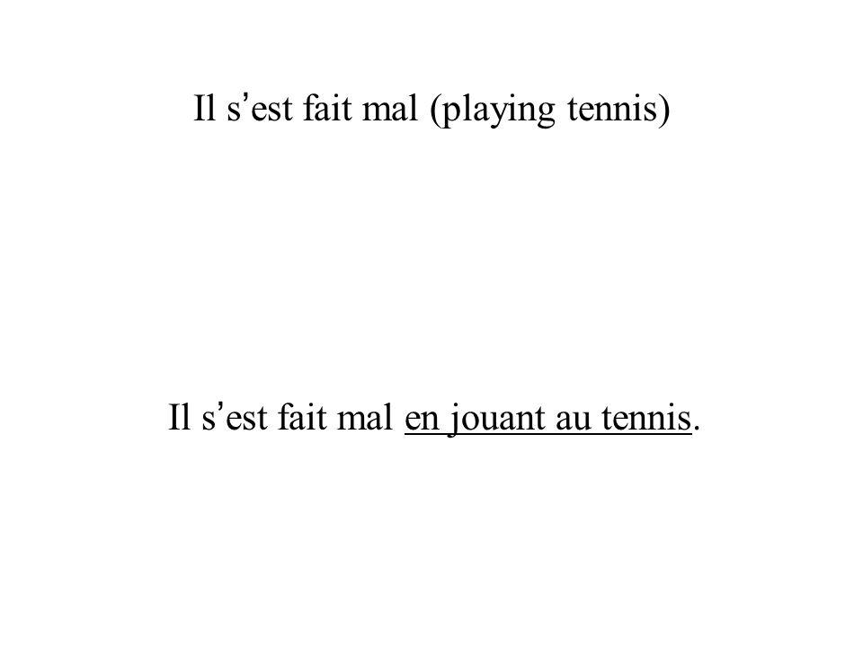 Il s est fait mal (playing tennis) Il s est fait mal en jouant au tennis.