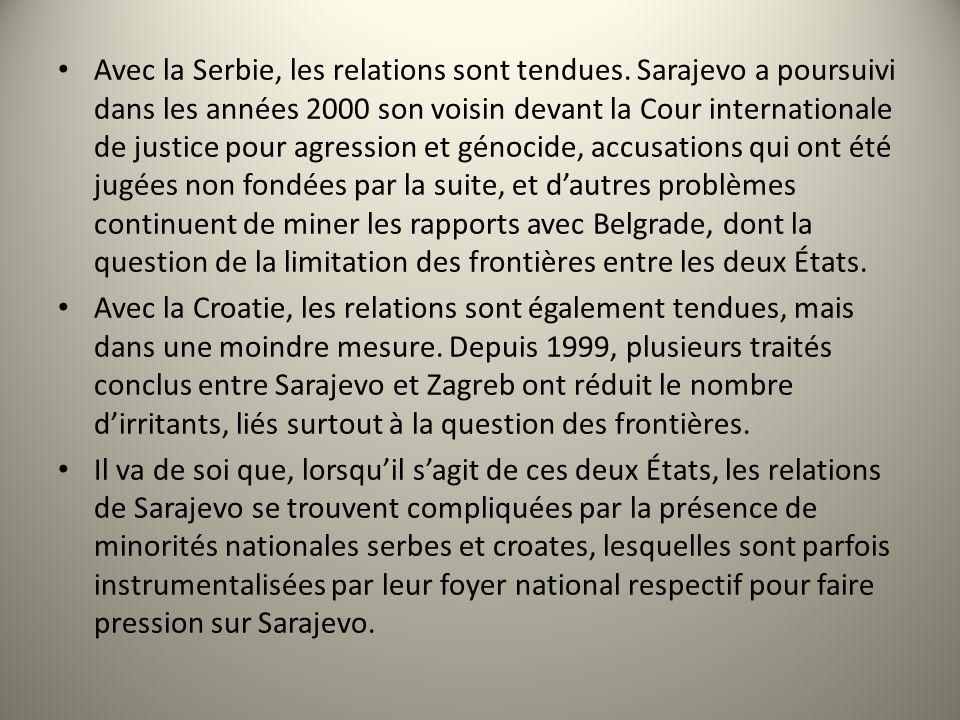 Avec la Serbie, les relations sont tendues. Sarajevo a poursuivi dans les années 2000 son voisin devant la Cour internationale de justice pour agressi