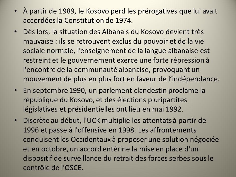 À partir de 1989, le Kosovo perd les prérogatives que lui avait accordées la Constitution de 1974. Dès lors, la situation des Albanais du Kosovo devie