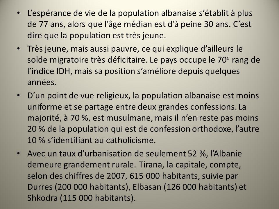 Lespérance de vie de la population albanaise sétablit à plus de 77 ans, alors que lâge médian est dà peine 30 ans. Cest dire que la population est trè