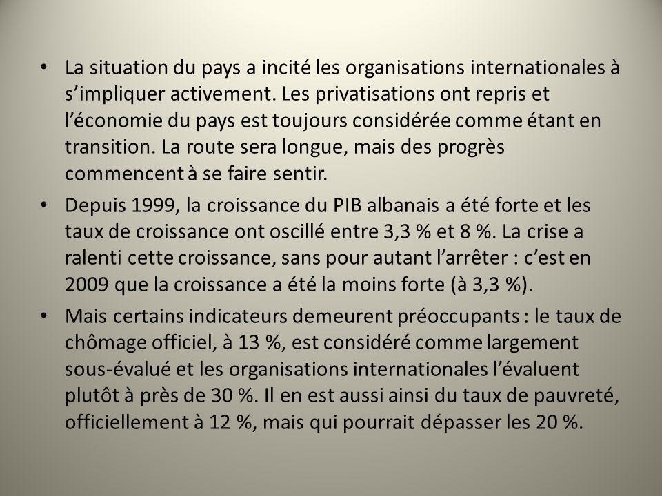 La situation du pays a incité les organisations internationales à simpliquer activement. Les privatisations ont repris et léconomie du pays est toujou
