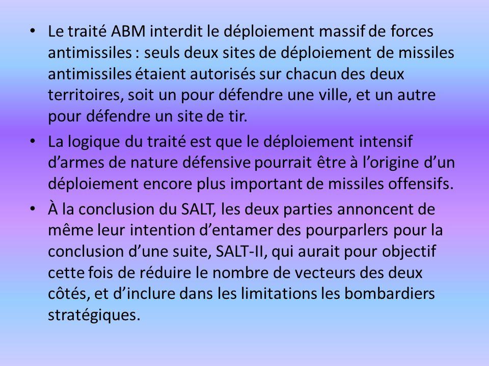 Le traité ABM interdit le déploiement massif de forces antimissiles : seuls deux sites de déploiement de missiles antimissiles étaient autorisés sur c