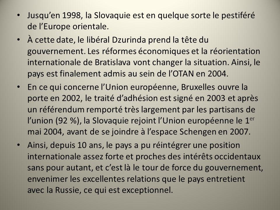 Jusquen 1998, la Slovaquie est en quelque sorte le pestiféré de lEurope orientale. À cette date, le libéral Dzurinda prend la tête du gouvernement. Le