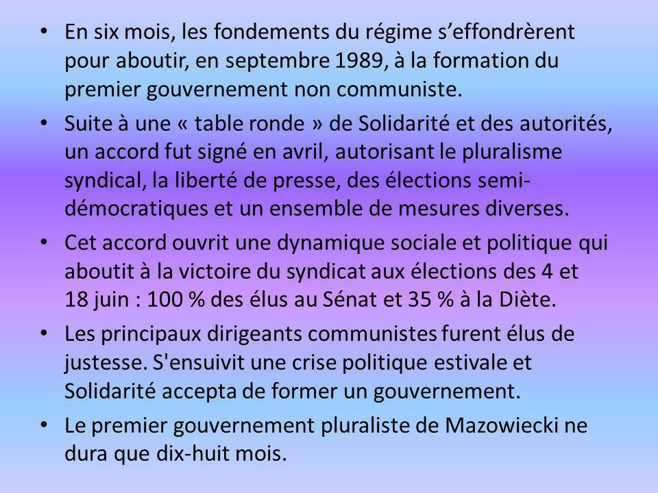 En six mois, les fondements du régime seffondrèrent pour aboutir, en septembre 1989, à la formation du premier gouvernement non communiste. Suite à un