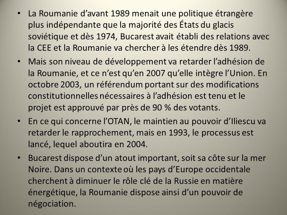 La Roumanie davant 1989 menait une politique étrangère plus indépendante que la majorité des États du glacis soviétique et dès 1974, Bucarest avait établi des relations avec la CEE et la Roumanie va chercher à les étendre dès 1989.