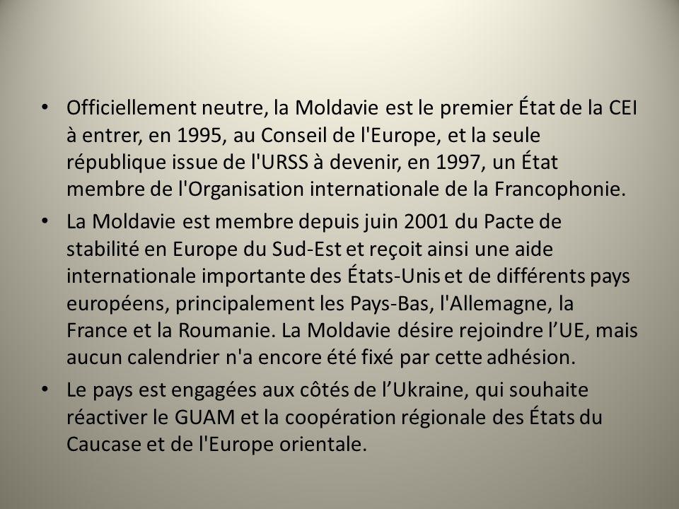 Officiellement neutre, la Moldavie est le premier État de la CEI à entrer, en 1995, au Conseil de l'Europe, et la seule république issue de l'URSS à d