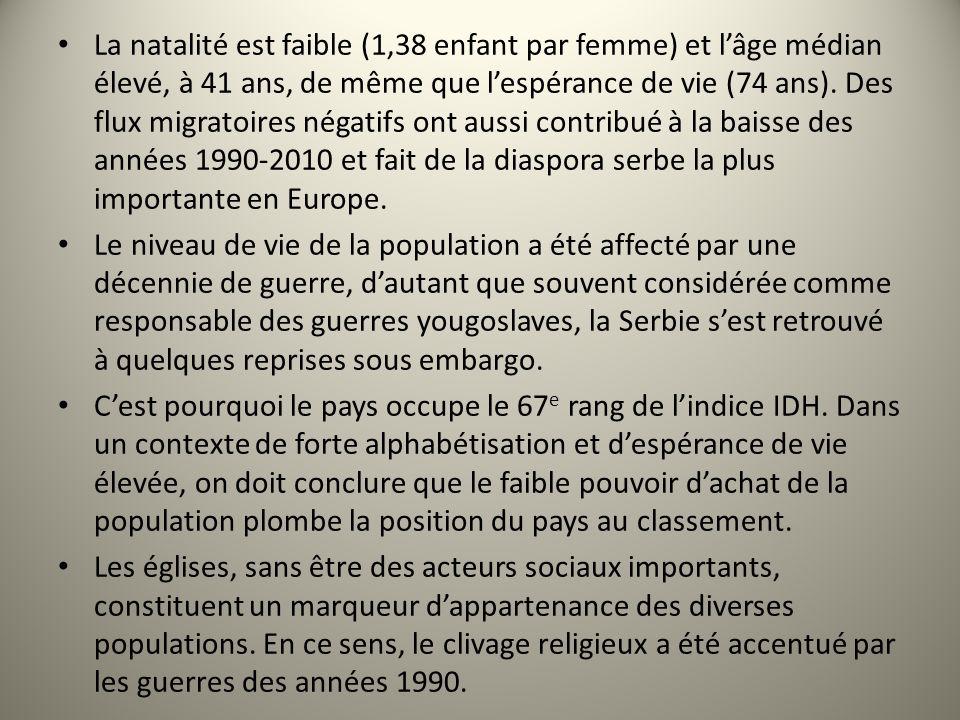 La natalité est faible (1,38 enfant par femme) et lâge médian élevé, à 41 ans, de même que lespérance de vie (74 ans). Des flux migratoires négatifs o