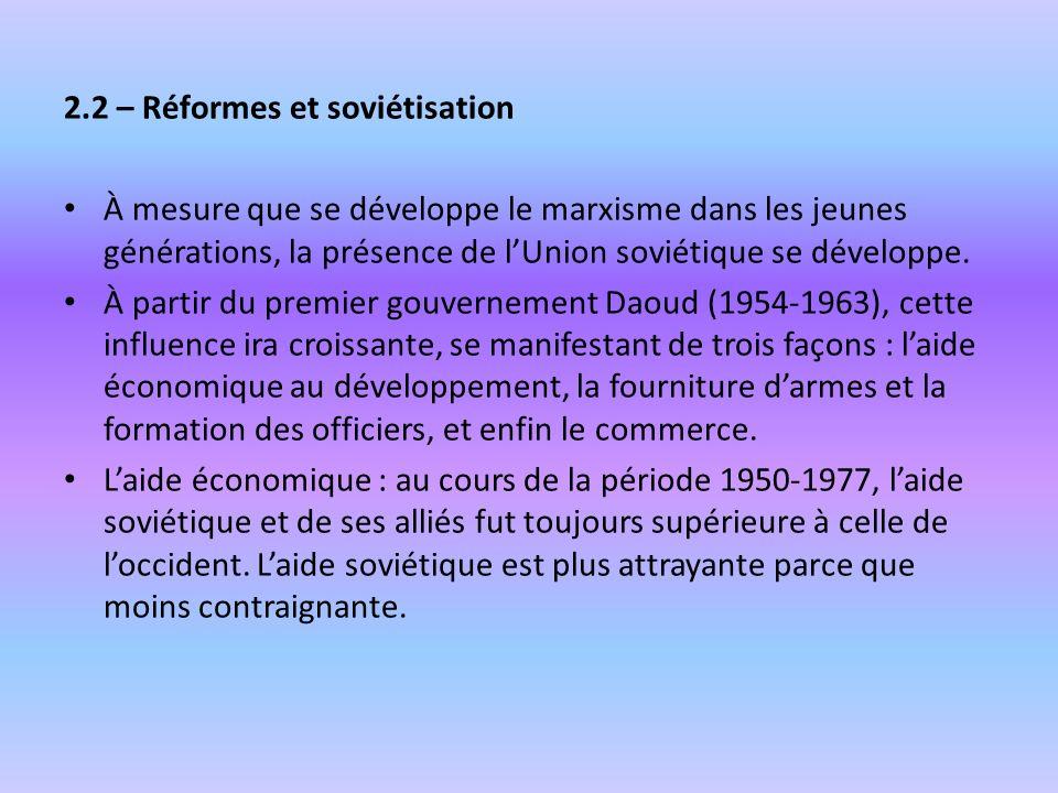 2.2 – Réformes et soviétisation À mesure que se développe le marxisme dans les jeunes générations, la présence de lUnion soviétique se développe. À pa