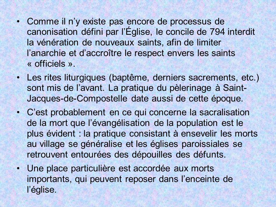 Comme il ny existe pas encore de processus de canonisation défini par lÉglise, le concile de 794 interdit la vénération de nouveaux saints, afin de li