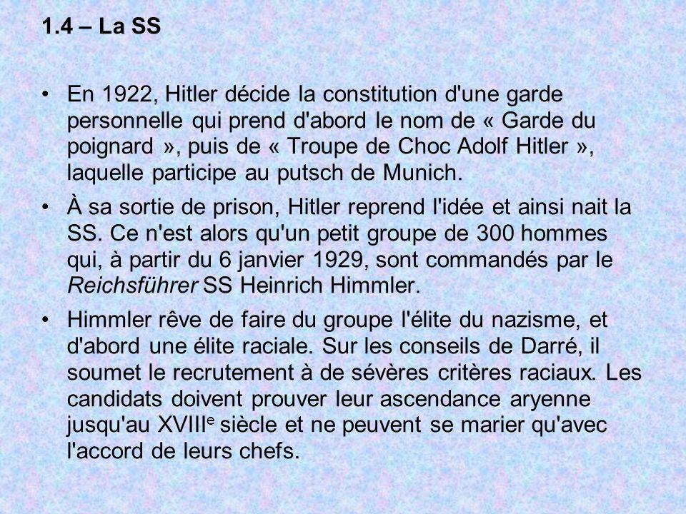1.4 – La SS En 1922, Hitler décide la constitution d'une garde personnelle qui prend d'abord le nom de « Garde du poignard », puis de « Troupe de Choc