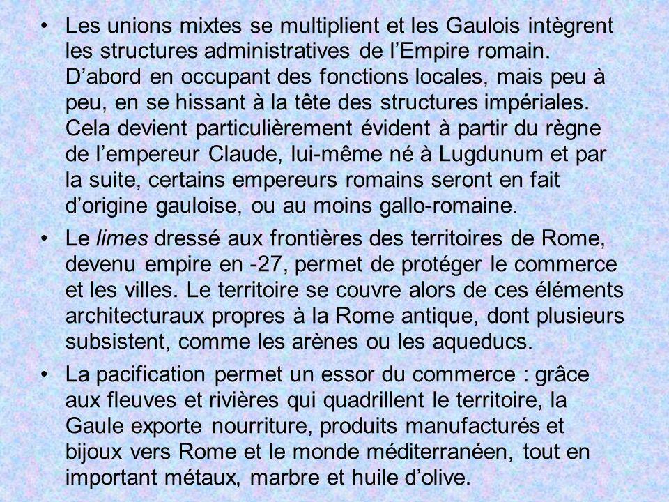 Les unions mixtes se multiplient et les Gaulois intègrent les structures administratives de lEmpire romain. Dabord en occupant des fonctions locales,