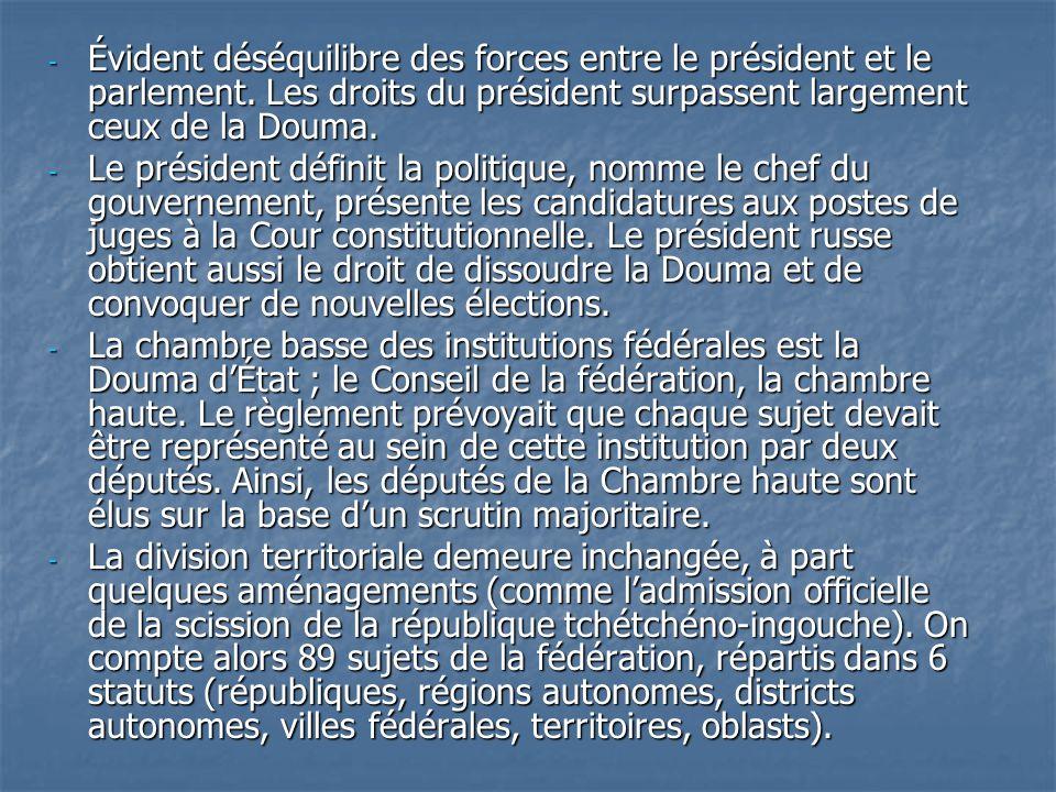 - Évident déséquilibre des forces entre le président et le parlement. Les droits du président surpassent largement ceux de la Douma. - Le président dé