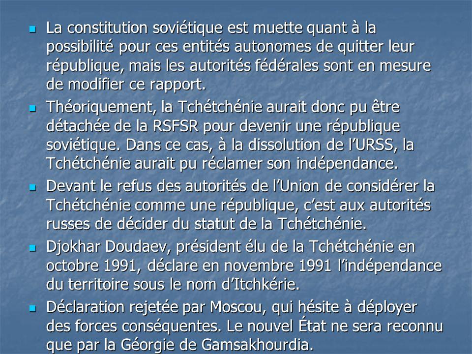La constitution soviétique est muette quant à la possibilité pour ces entités autonomes de quitter leur république, mais les autorités fédérales sont