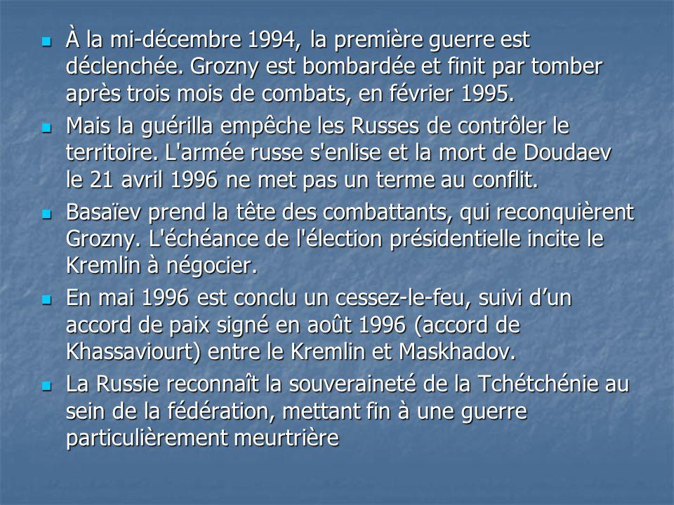 À la mi-décembre 1994, la première guerre est déclenchée. Grozny est bombardée et finit par tomber après trois mois de combats, en février 1995. À la
