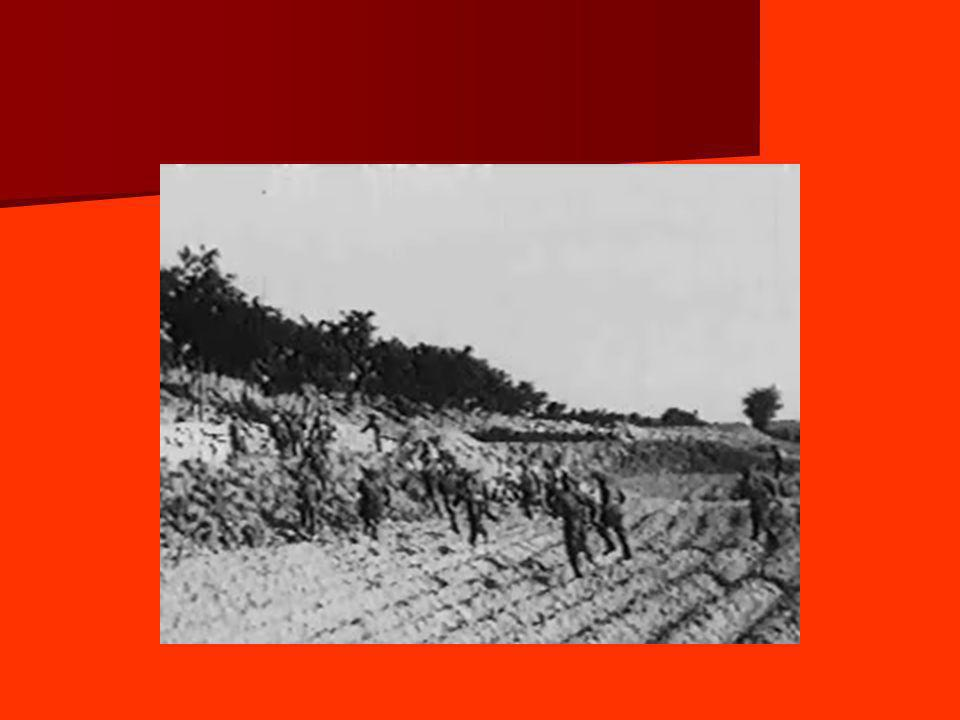 4 – Aperçu de la culture soviétique 4.1 – La culture dans les années 30 - Avec la centralisation, les différents mouvements autonomes des années 20 disparaissent.