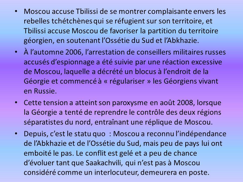 Moscou accuse Tbilissi de se montrer complaisante envers les rebelles tchétchènes qui se réfugient sur son territoire, et Tbilissi accuse Moscou de fa