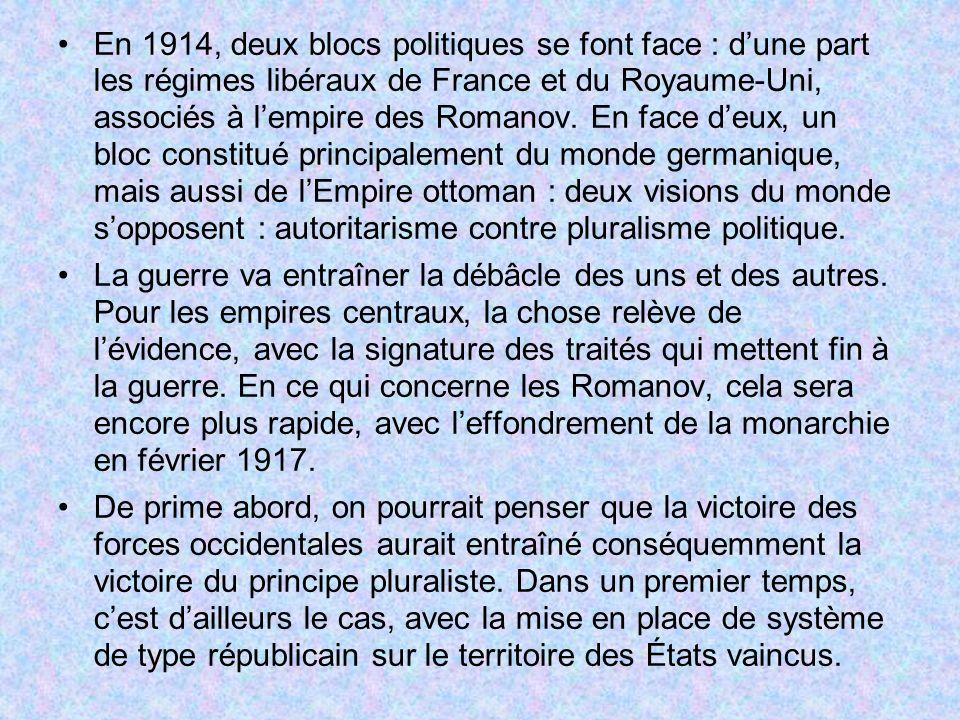 En 1914, deux blocs politiques se font face : dune part les régimes libéraux de France et du Royaume-Uni, associés à lempire des Romanov. En face deux