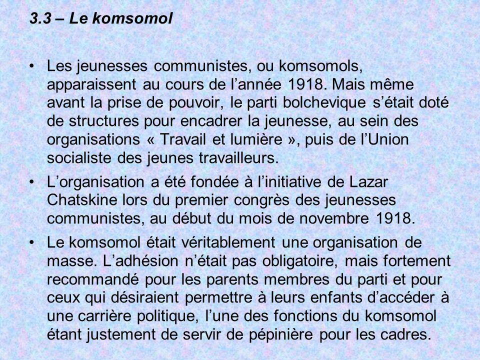 3.3 – Le komsomol Les jeunesses communistes, ou komsomols, apparaissent au cours de lannée 1918. Mais même avant la prise de pouvoir, le parti bolchev