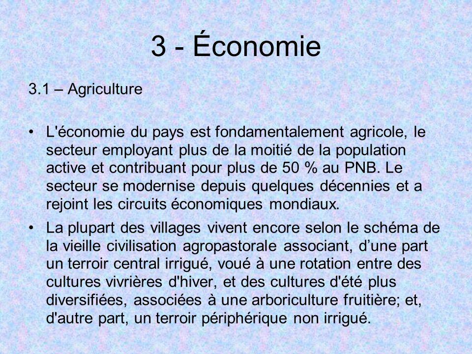 3 - Économie 3.1 – Agriculture L'économie du pays est fondamentalement agricole, le secteur employant plus de la moitié de la population active et con