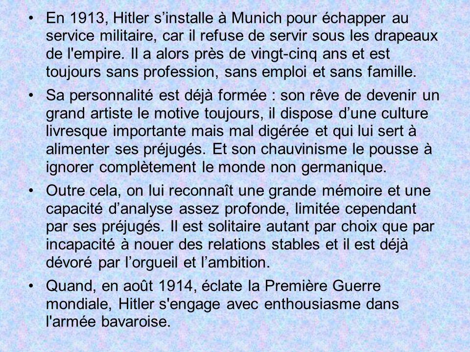 En 1913, Hitler sinstalle à Munich pour échapper au service militaire, car il refuse de servir sous les drapeaux de l'empire. Il a alors près de vingt