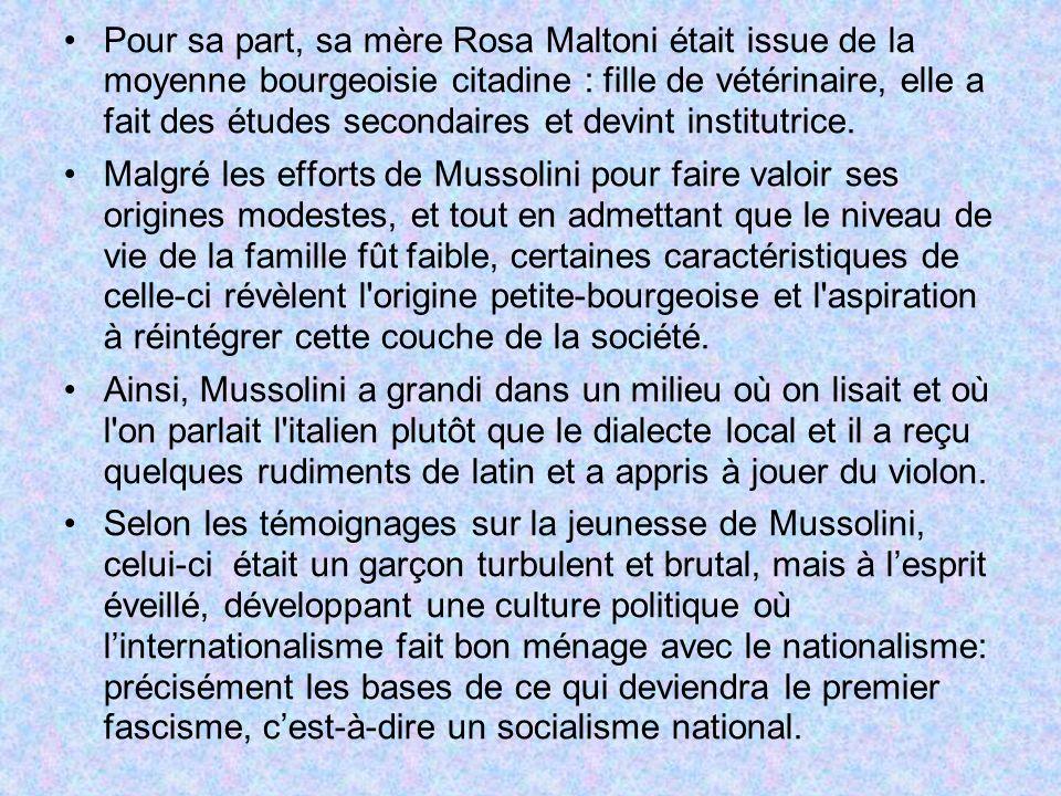 Pour sa part, sa mère Rosa Maltoni était issue de la moyenne bourgeoisie citadine : fille de vétérinaire, elle a fait des études secondaires et devint